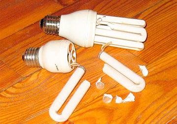 Разбилась энергосберегающая лампочка что делать