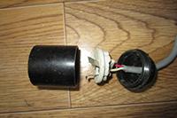 как отремонтировать или заменить патрон электрической лампы