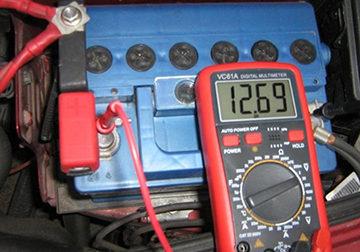 проверяем емкость батареи