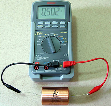 мультиметр и конденсатор